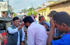 सत्तारुढ काँग्रेस र माओवादी केन्द्रबाट करिब डेढ सय कार्यकर्ता एमालेमा प्रवेश